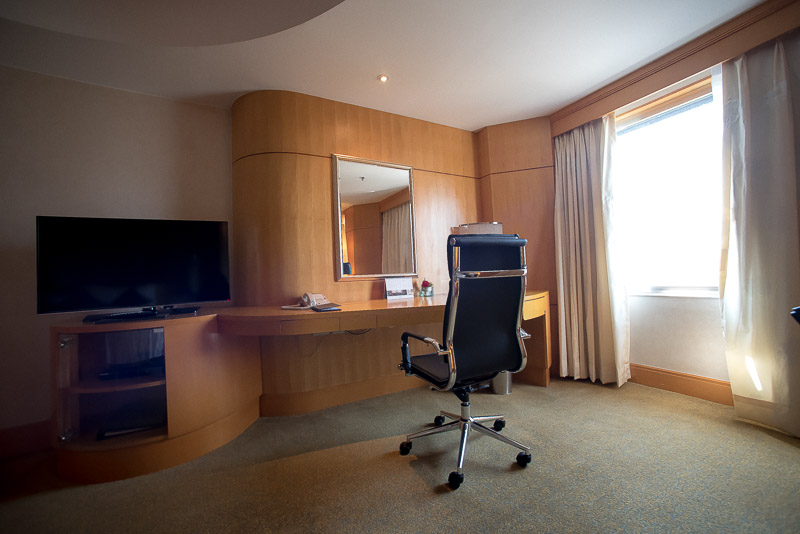 Working area within the Deluxe room. (Photo: Gel ST)