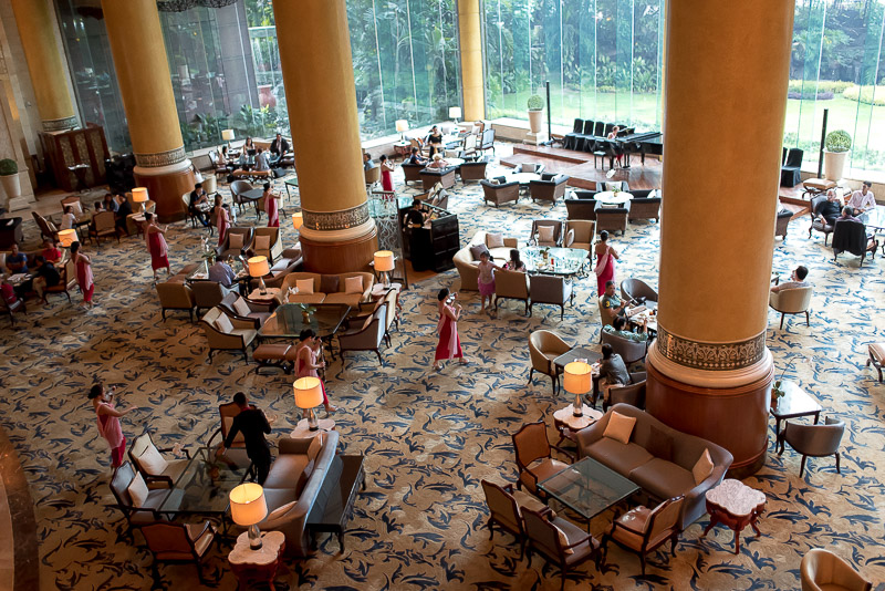 A view overlooking the Lobby Lounge in Makati Shangri-La. Photo © Gel ST.