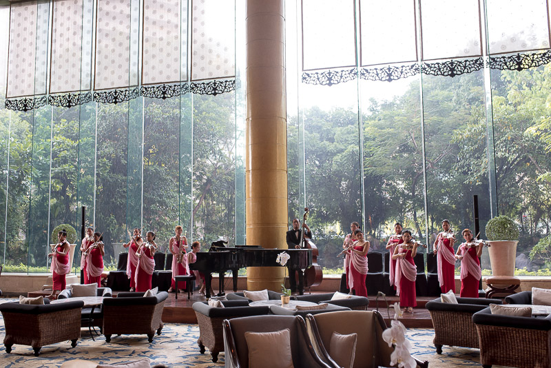14-piece orchestra performing daily in the Lobby Lounge. Photo © Gel ST.