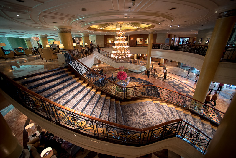 An overview of the wide staircase of Makati Shangri-La, Manila's lobby. (Photo: Gel ST)