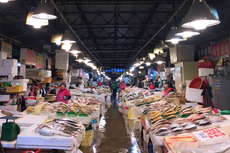Fishmongers in Noryangjin Fish Market.