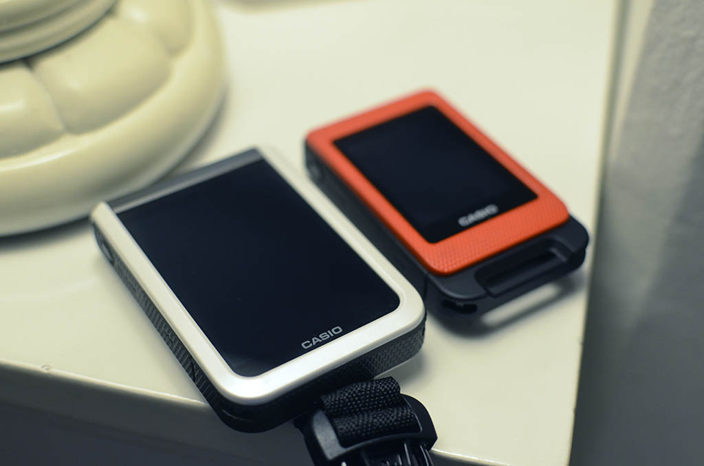 "The large 3"" screen on the white FR100 remote control compared to the older FR10 in orange. Photo © Justin Teo."