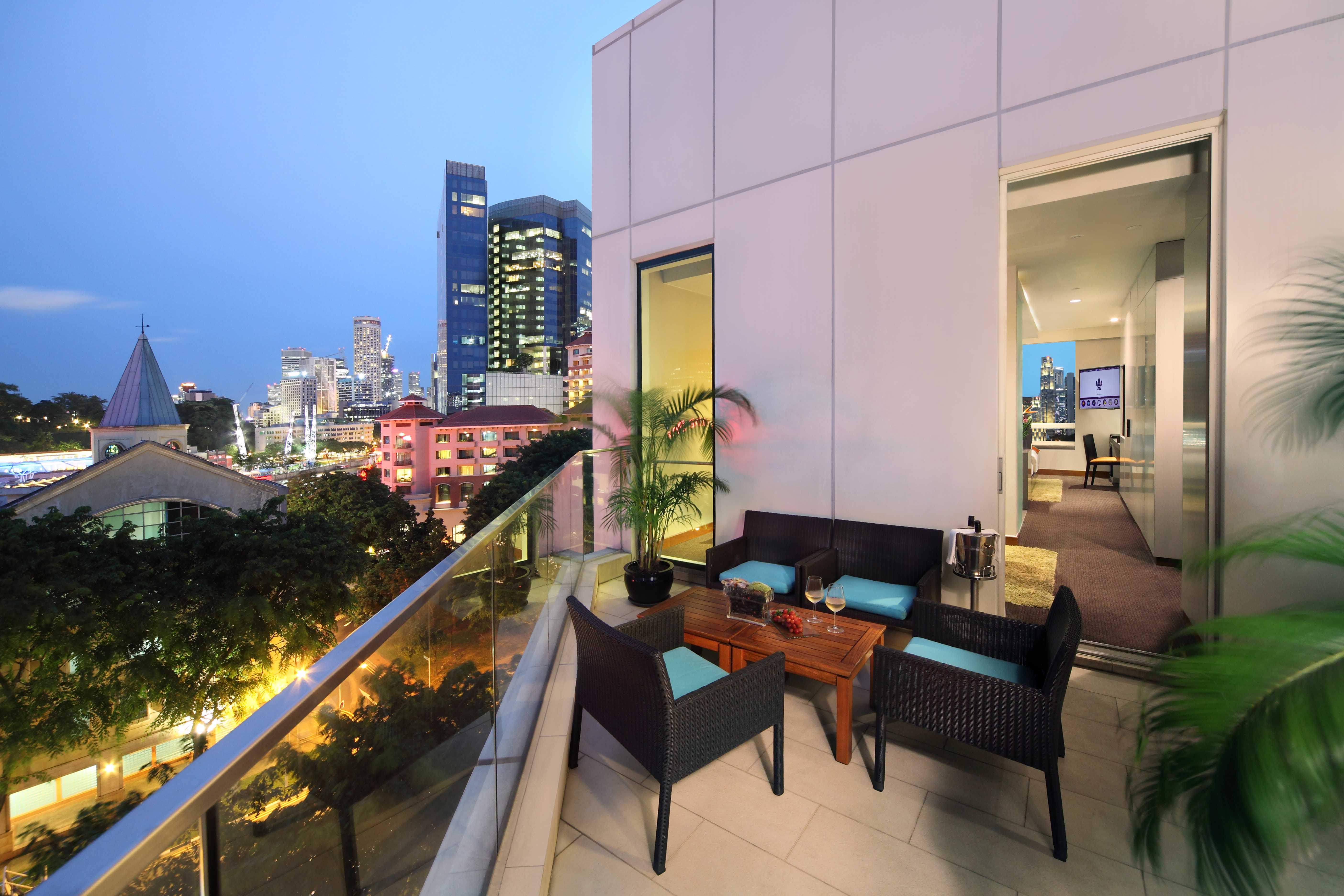 Park regis singapore switches off for earth hour asia 361 for Hotel the balcony