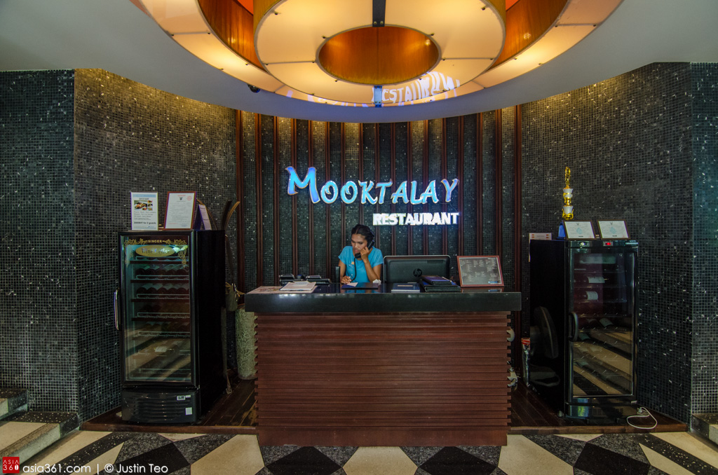 Mook Talay Restaurant at Wyndham Sea Pearl, offers all-day thai and international meals.