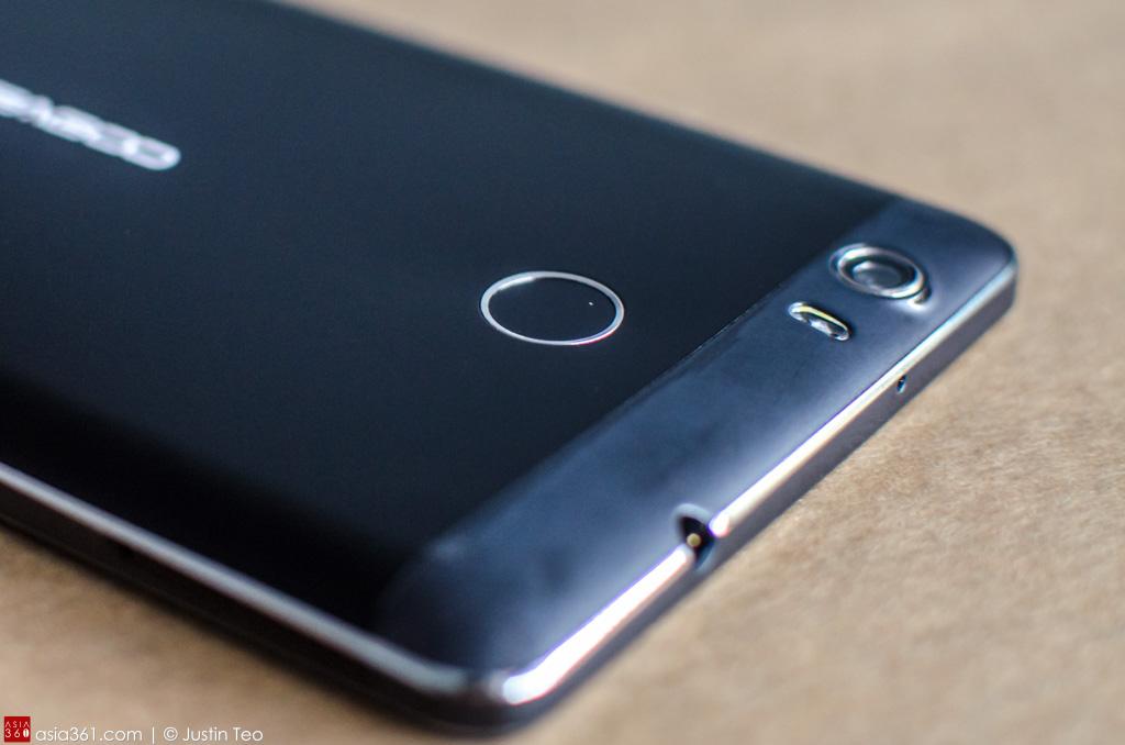 """Fingerprint sensor on the back the 6"""" screen phone."""