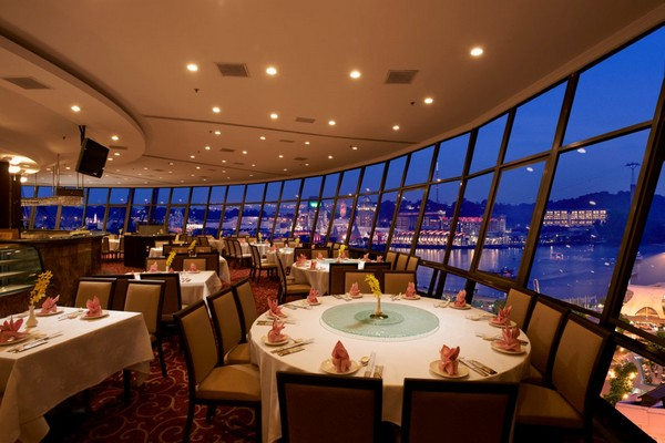 Photo © Prima Tower Revolving Restaurant