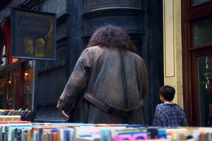 Exterior of The Leaky Cauldron in Harry Potter. Image: WarnerBros