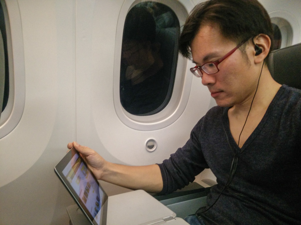 Using the onboard WiFi for ScooTV entertainment. For longer flights, it's actually quite worth it. Photo © Justin Teo.